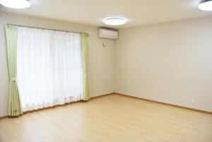 複数名でご利用できる空間。部屋の中心の窓は、快適な空気を部屋全体に運ぶ快適な空間演出を飾ります。