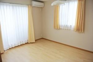 完全個室空間。やや縦長の当個室は部屋の家具配置の融通がきくスペースです。
